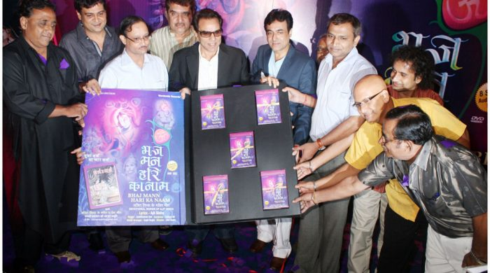 The guest of honour and the team of the album with the released product